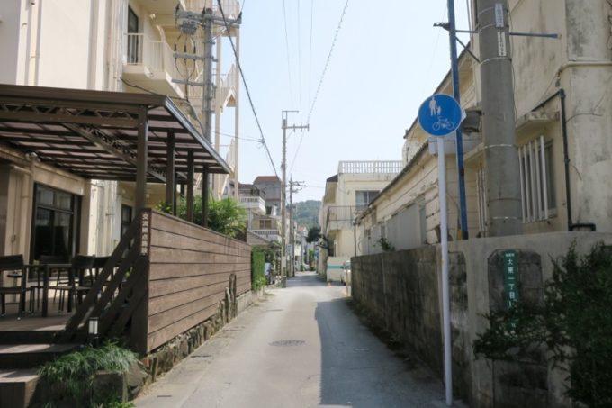名護の自転車歩行者専用道路沿いにある沖縄そば屋へ。