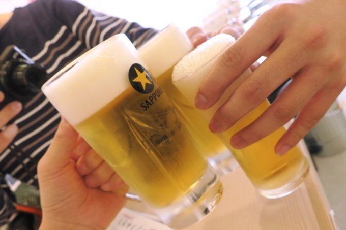 エビス(ジョッキ、580円)とノンアルコールビール(430円)で乾杯。