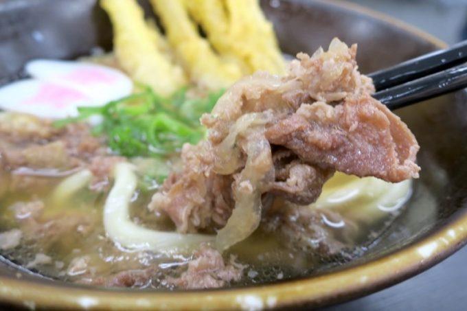 肉は薄切りの牛肉で、甘辛い味付け。