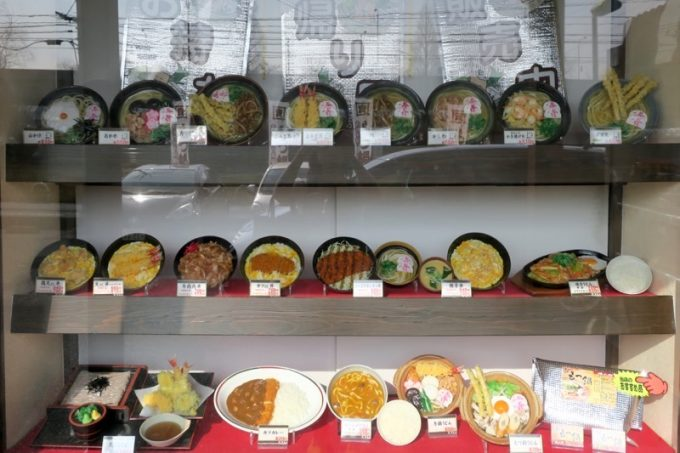 「資さんうどん」本店の食品サンプル。