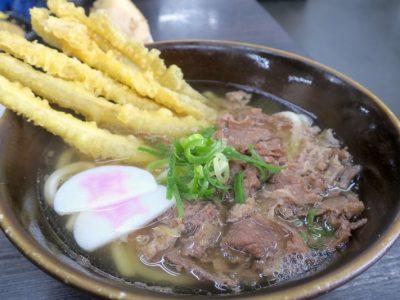 北九州・小倉の「資さんうどん」本店で食べた、肉&ゴボ天(700円)。