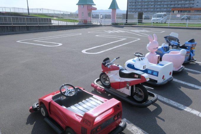 「函館市熱帯植物園」のバッテリーカーコーナー。