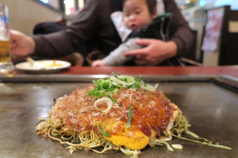 「櫓家(やぐらや)」で食べたタコ入り肉玉(1000円)というお好み焼き。