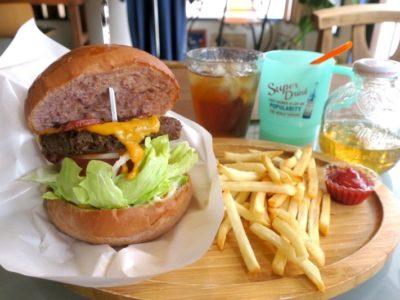 「3S cafe(スリーエスカフェ)」の3Sバーガー(950円)。ランチにはポテトとドリンク付き。