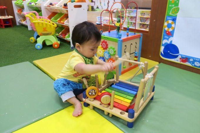知育おもちゃや、音の出るおもちゃも多く、お子サマーは楽しんでいた。