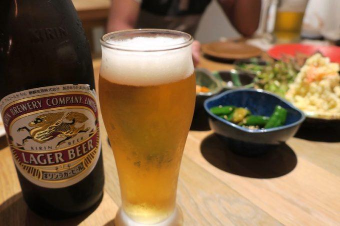 瓶ビール(キリンラガー、680円)にチェンジ。