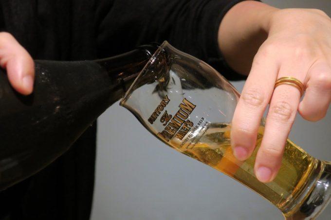 瓶ビールの注ぎ方で盛り上がり、キリンラガーを飲み尽くしてしまった。