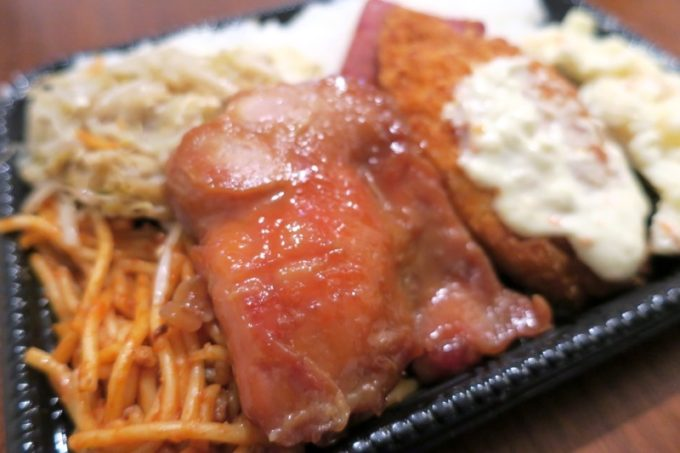 コッテリ味の照り焼きは、鶏臭さ苦手であった... もやしチャンプルー、ナポリタンはウマい。