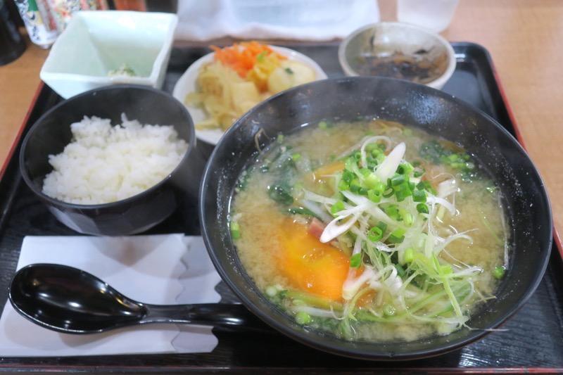 那覇・おもろまち「めし処 月の魚」たっぷり野菜味噌汁定(700円)