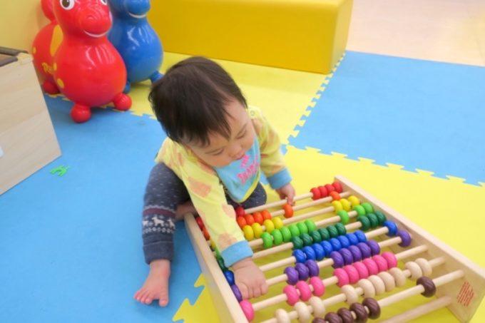 指先を使って遊ぶおもちゃも豊富。