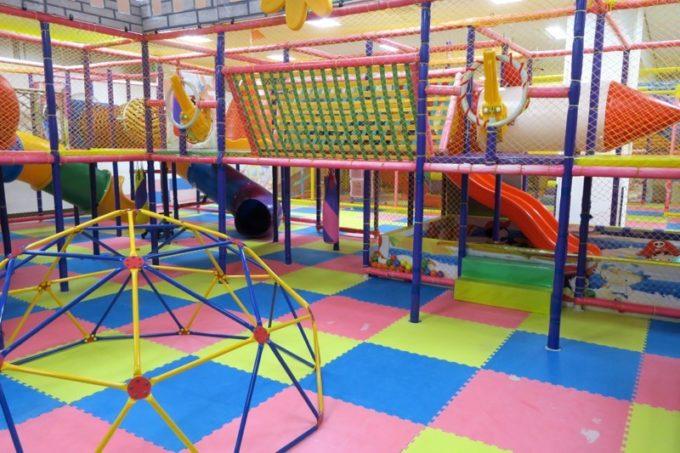 キッズプレイパークには様々な遊具がそろっている。