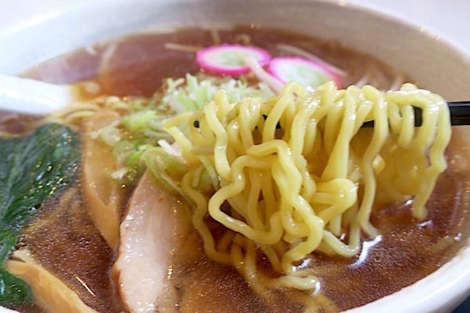 麺は縮れの黄色い卵麺、かな。
