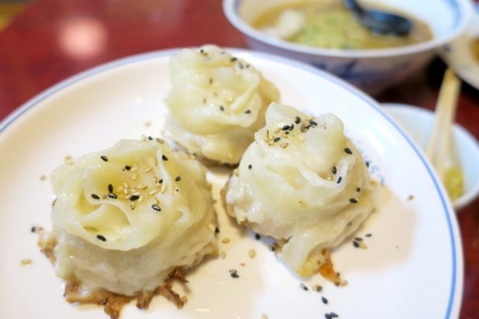 宜野湾「一番餃子」バラの焼き餃子(3個、700円)