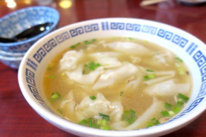 宜野湾「一番餃子」スープ餃子(10個入り、650円)