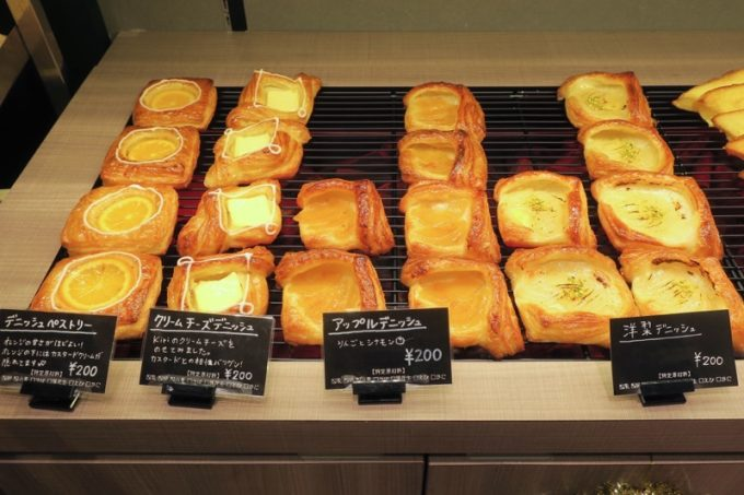 アクロスプラザ古島駅前の「マーサンミッシェル ブーランジェリー」のパン売り場(その2)