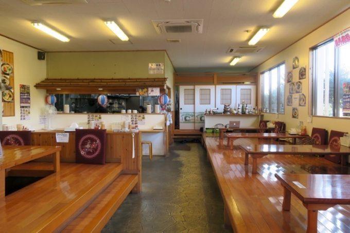 「沖縄そば金太郎」の店内。