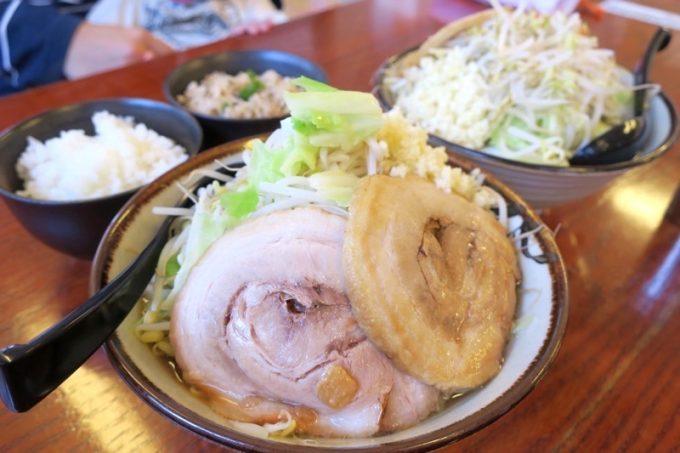 「沖縄そば金太郎」のそー麺(中、野菜マシ、ニンニクマシ、750円)