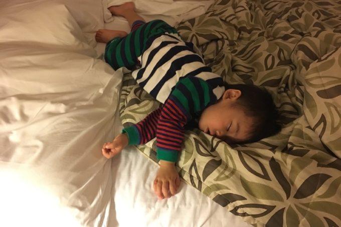 「リザンシーパークホテル谷茶ベイ」朝までぐっすりなお子サマー(2歳)。