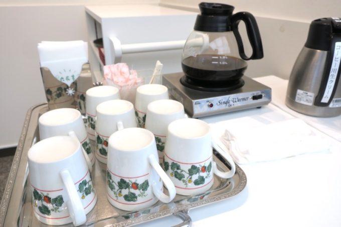 函館「六花亭 五稜郭店」喫茶室は、おいしいコーヒーを好きなだけ飲むことができる。