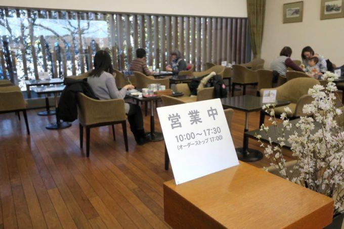 函館「六花亭 五稜郭店」にある喫茶室では、軽食喫茶が楽しめる。