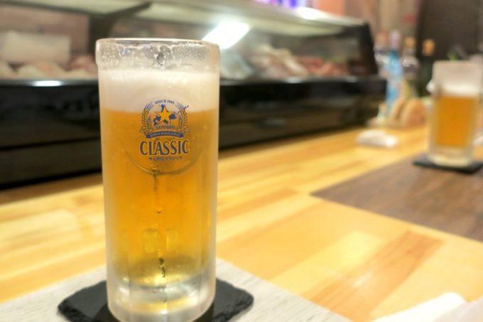 函館・大門「遊魚舟」の樽生ビールはサッポロクラシック(400円)だった。