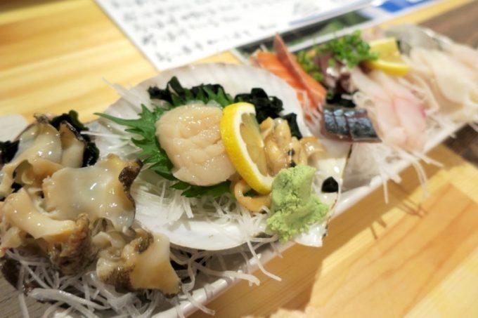 函館・大門「遊魚舟」のお通し(500円)はお造りの10点盛り!すごい!