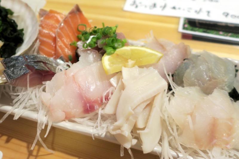 函館・大門「遊漁船」はお通しが名物のお店だ。