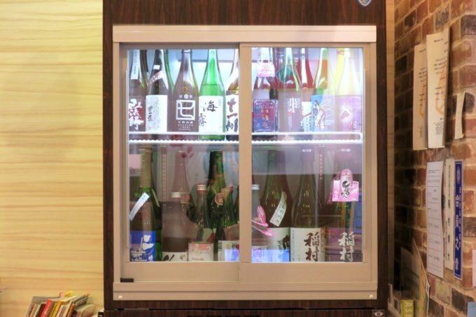 「酒舗 稲村屋」では日本酒の有料試飲も揃う。