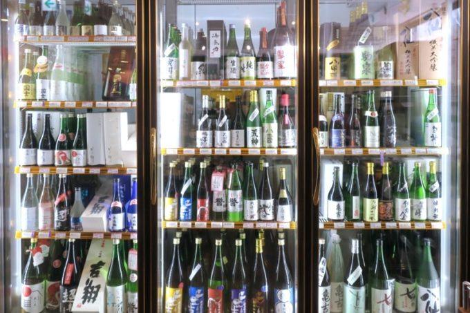 「酒舗 稲村屋」では北海道の地酒を取り扱っている。