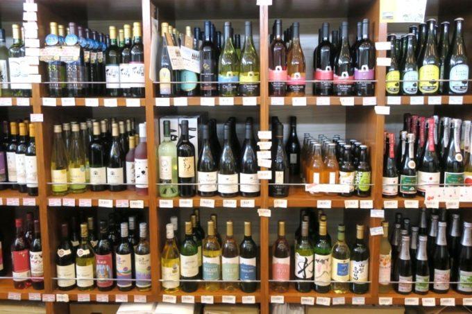 「酒舗 稲村屋」では北海道のワイナリーで作られたワインを取り扱っている。