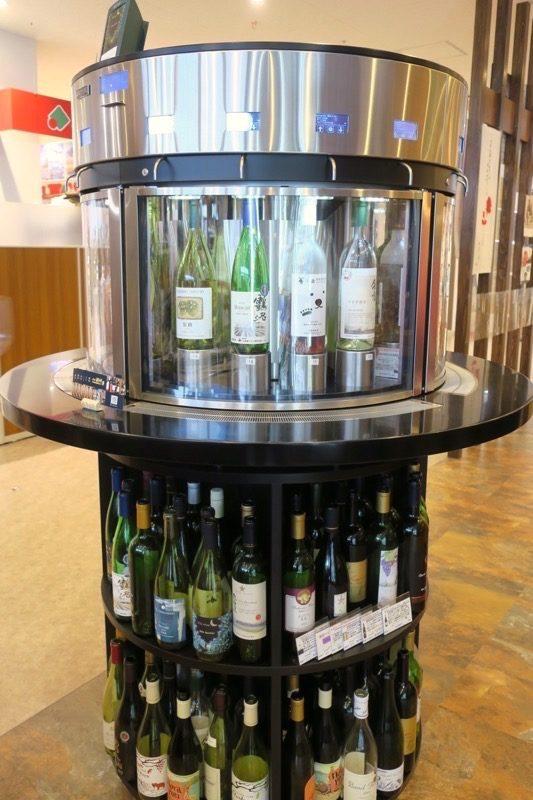 「酒舗 稲村屋」は北海道産ワインの有料試飲コーナーが設置されている。