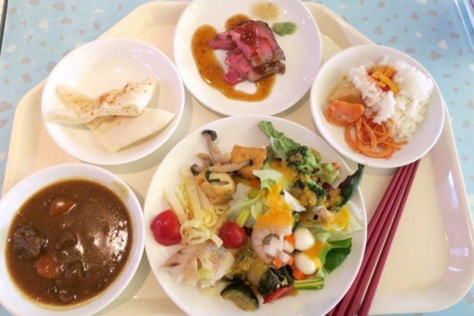 「ザ・ビーチタワー沖縄」のランチバイキングで取り分けたお料理(第一弾)