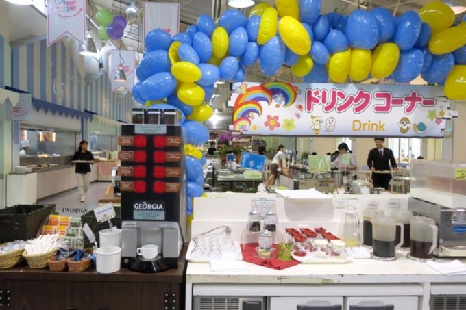 「ザ・ビーチタワー沖縄」のランチは、ドリンクコーナーも豊富。