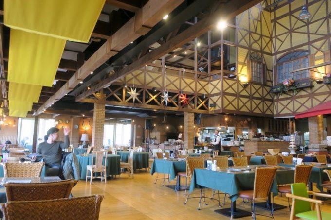 山口地ビールの「サン・レミ・ド・プロヴァンス」レストラン内部。