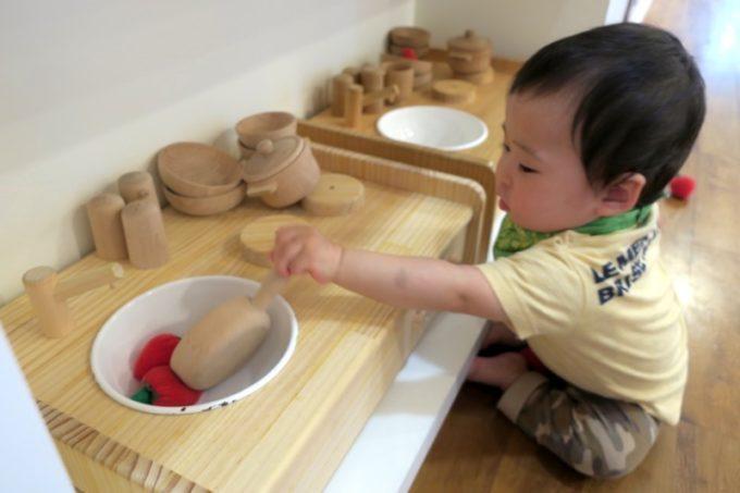木のおもちゃ(おままごと用のキッチン)