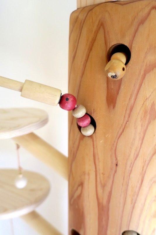木のおもちゃ(虫食いの穴から出てくる毛虫!)