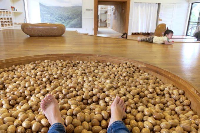 「やんばる森のおもちゃ美術館」にあるボールプール(ヤンバルクイナの卵)