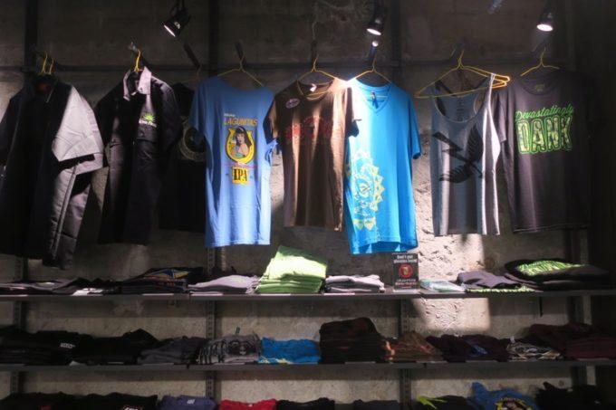 「アンテナアメリカ横浜店」の店内(ブルワリーのTシャツなど)
