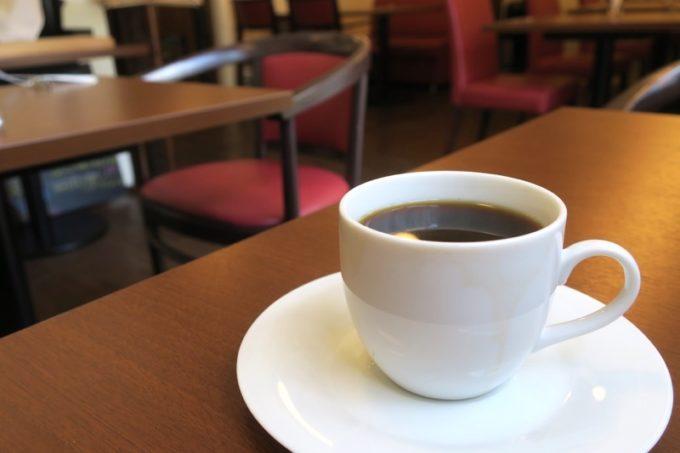 食後のドリンクは、ホットコーヒーにした。