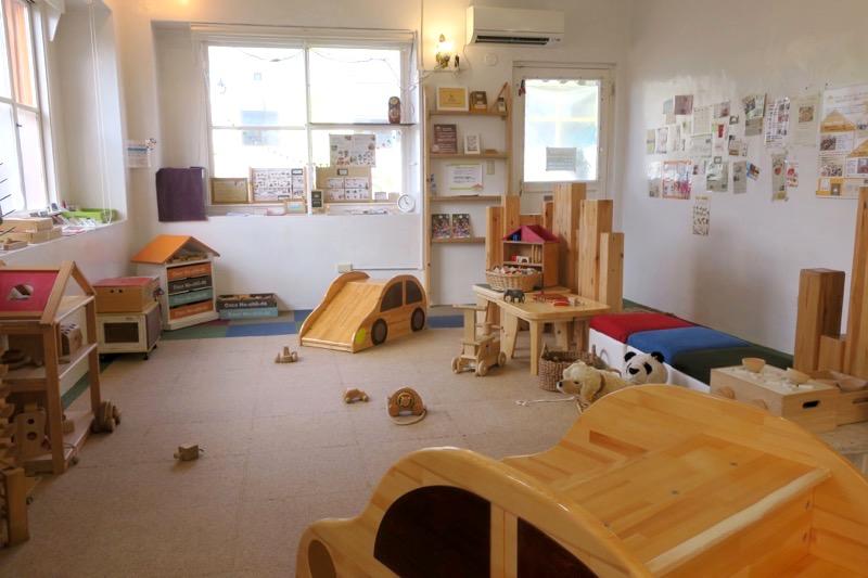 「カーサマチルダ(CasaMachilda)」の木のおもちゃ広場は大人300円、こども200円で利用できる。