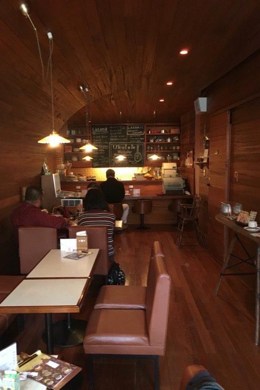 那覇・寄宮にある「コーヒーシャープ ララミー」の店内。