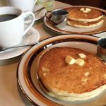 「コーヒーシャープ ララミー」のオリジナルパンケーキはドリンクセットで850円。