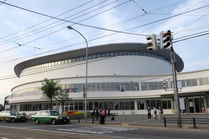 「函館アリーナ」の外観。
