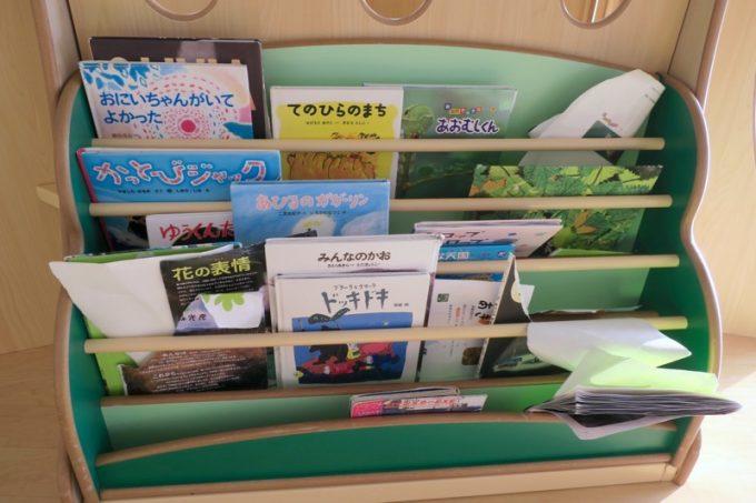 函館アリーナ「キッズルーム」には絵本もある。