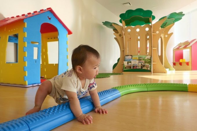 キッズルームで遊ぶお子サマー。