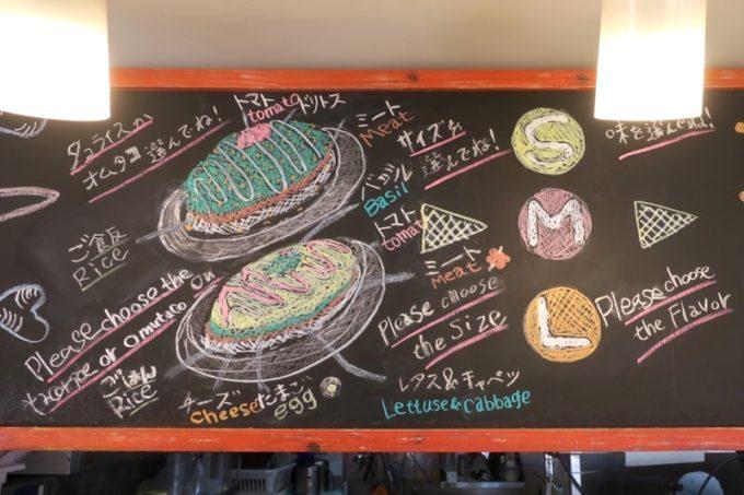 瀬長島・ウミカジテラスにある「タコライスカフェきじむなぁ」の店内(その2)