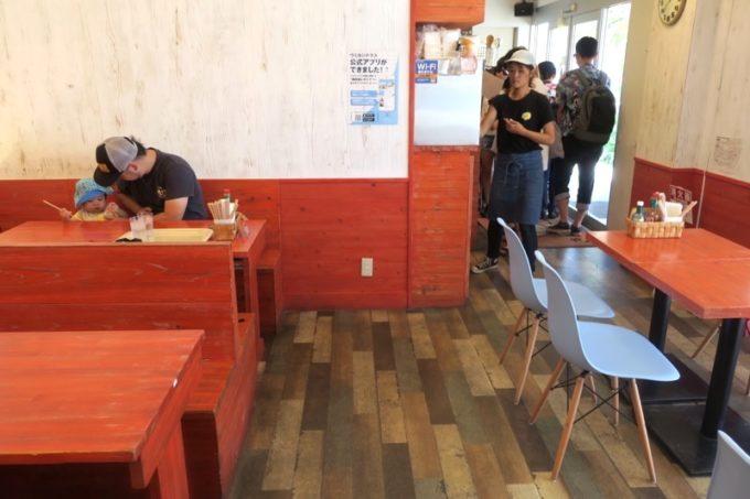 瀬長島・ウミカジテラスにある「タコライスカフェきじむなぁ」の店内(その4)
