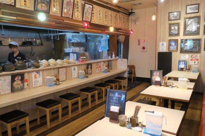 那覇・小禄にある「鯛出汁らーめん めで鯛」の店内。
