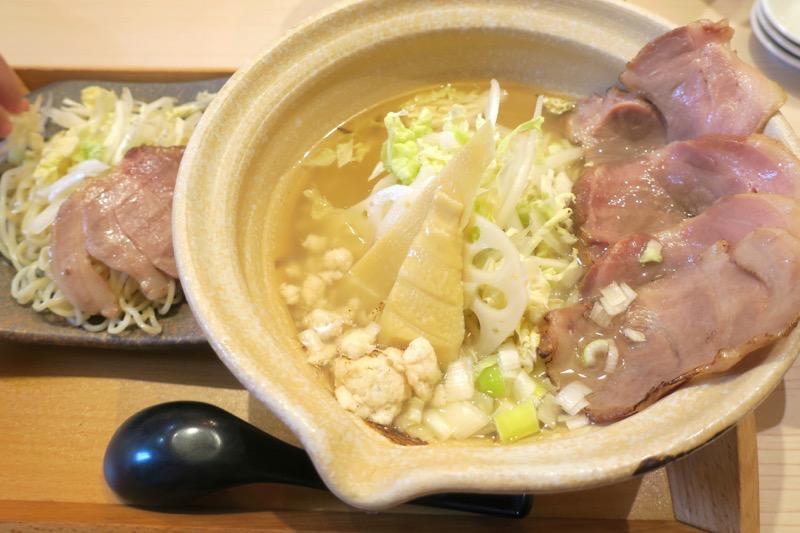 那覇・小禄にある「鯛出汁らーめん めで鯛」で注文したこの日のメニュー。