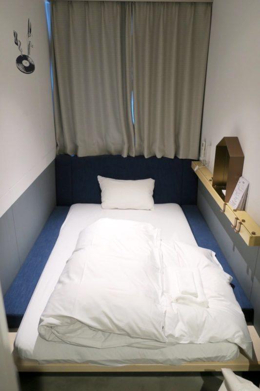 川崎のホテル&ホステル「オンザマークス(ON THE MARKS)」のコンパクトルームに宿泊した。